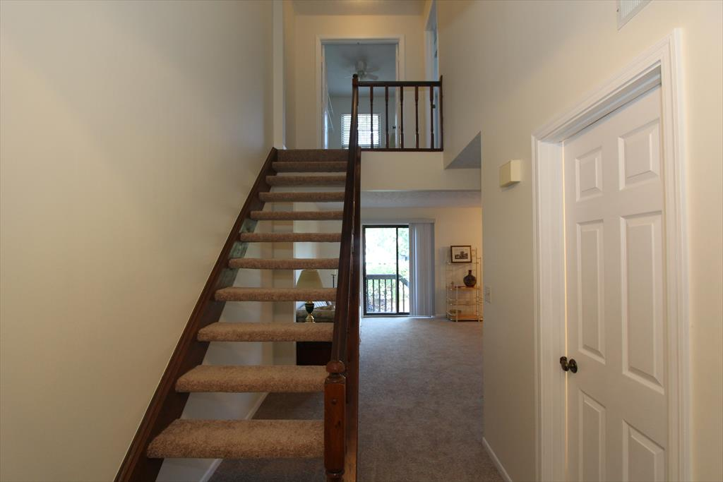 Foyer for 6542 Summerfield Dr Florence, KY 41042