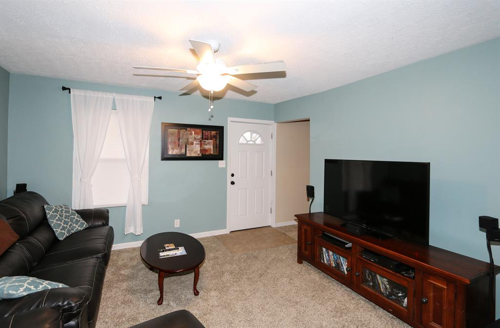 Living Room image 2 for 4343 Vermont Ave Covington, KY 41015