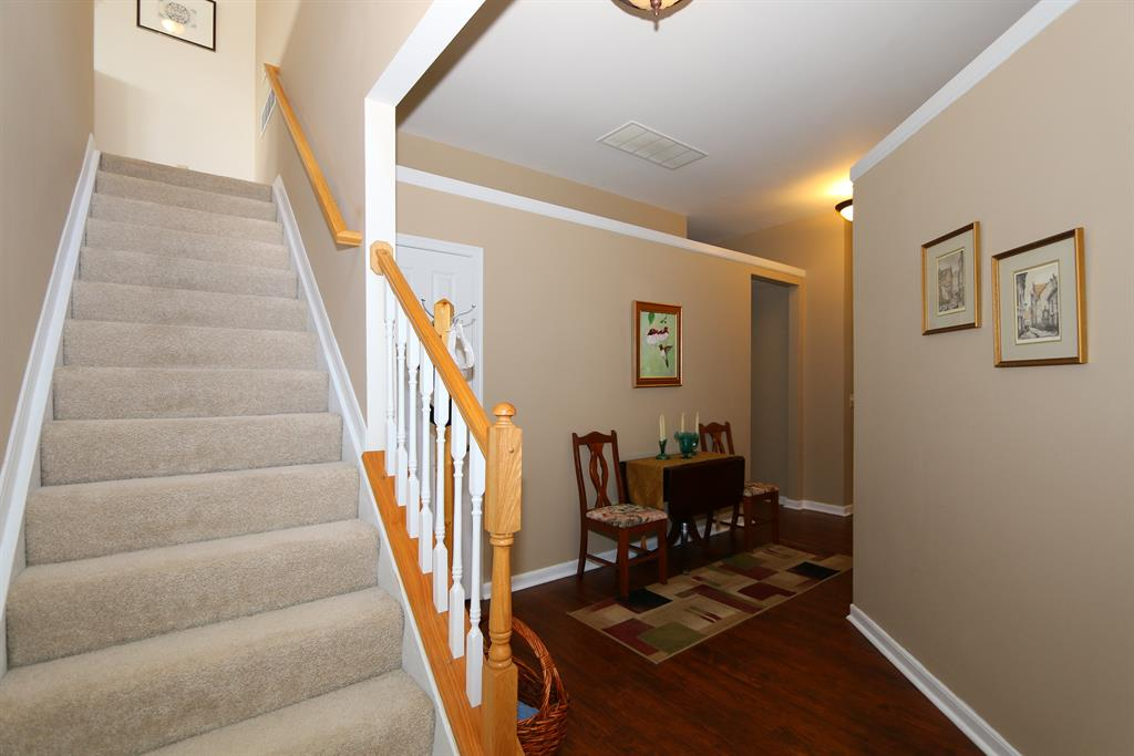 Foyer for 204 Fieldgate Florence, KY 41042