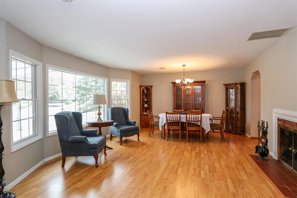 Living Room for 100 E Thruston Blvd Oakwood, OH 45409