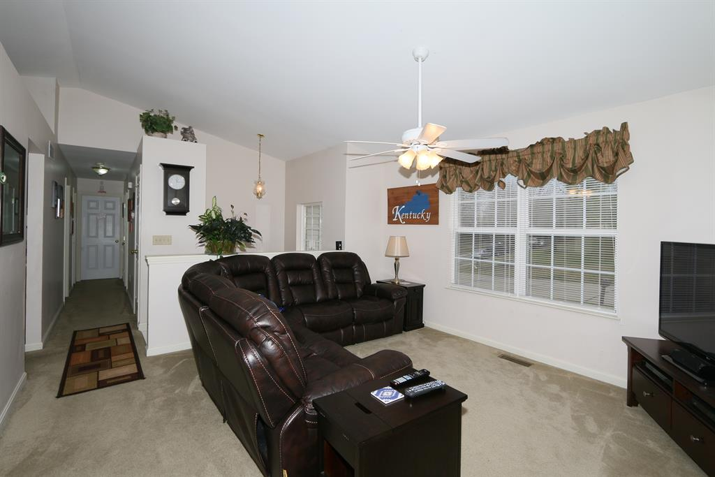 Living Room for 1060 Battleridge Dr Independence, KY 41051