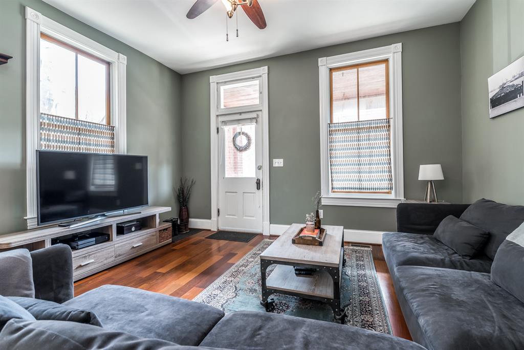 Living Room for 810 Willard St Covington, KY 41011
