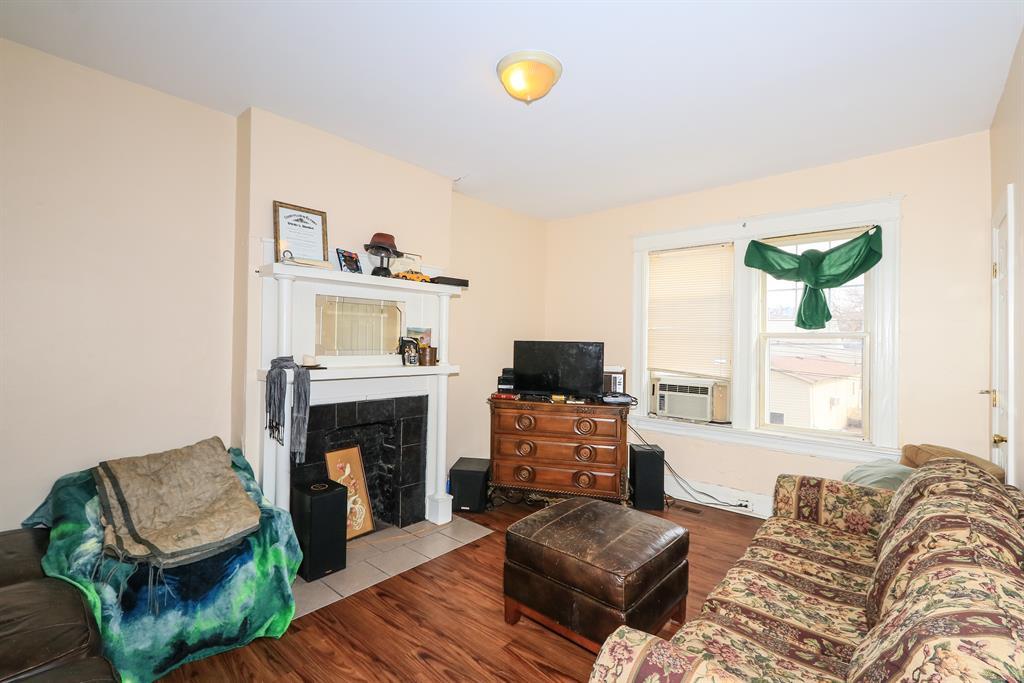 Living Room for 5 E 10th St Newport, KY 41071