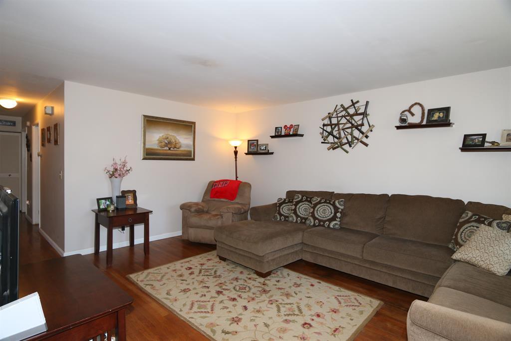 Living Room for 10695 Bridlepath Ln Sharonville, OH 45241