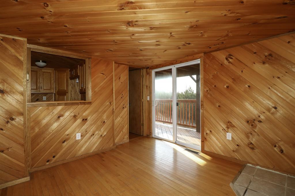 Living Room for 15988 Grassy Creek Rd Demossville, KY 41033