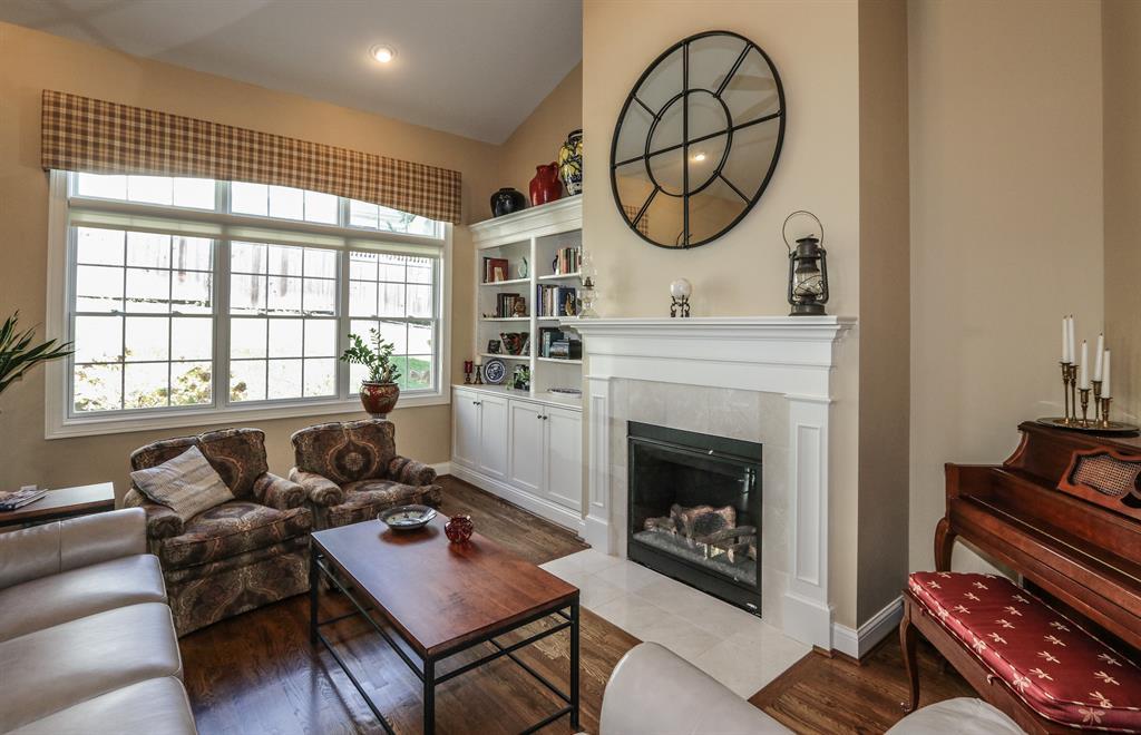 Living Room for 2 Bradford Place Dr Madeira, OH 45243