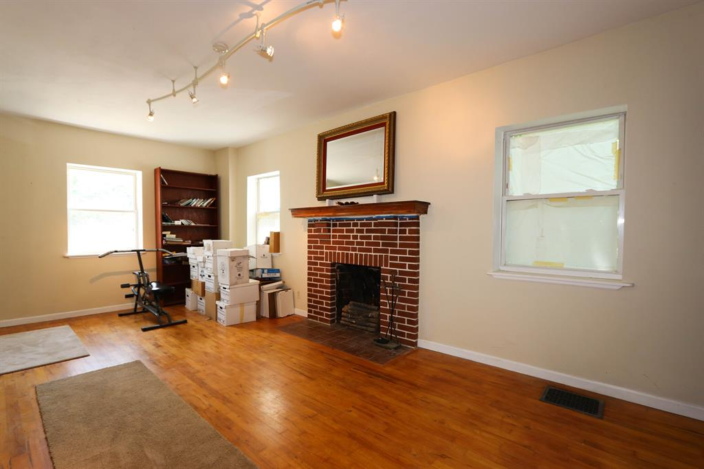 Living Room image 2 for 1206 E Henry Clay Fort Wright, KY 41011