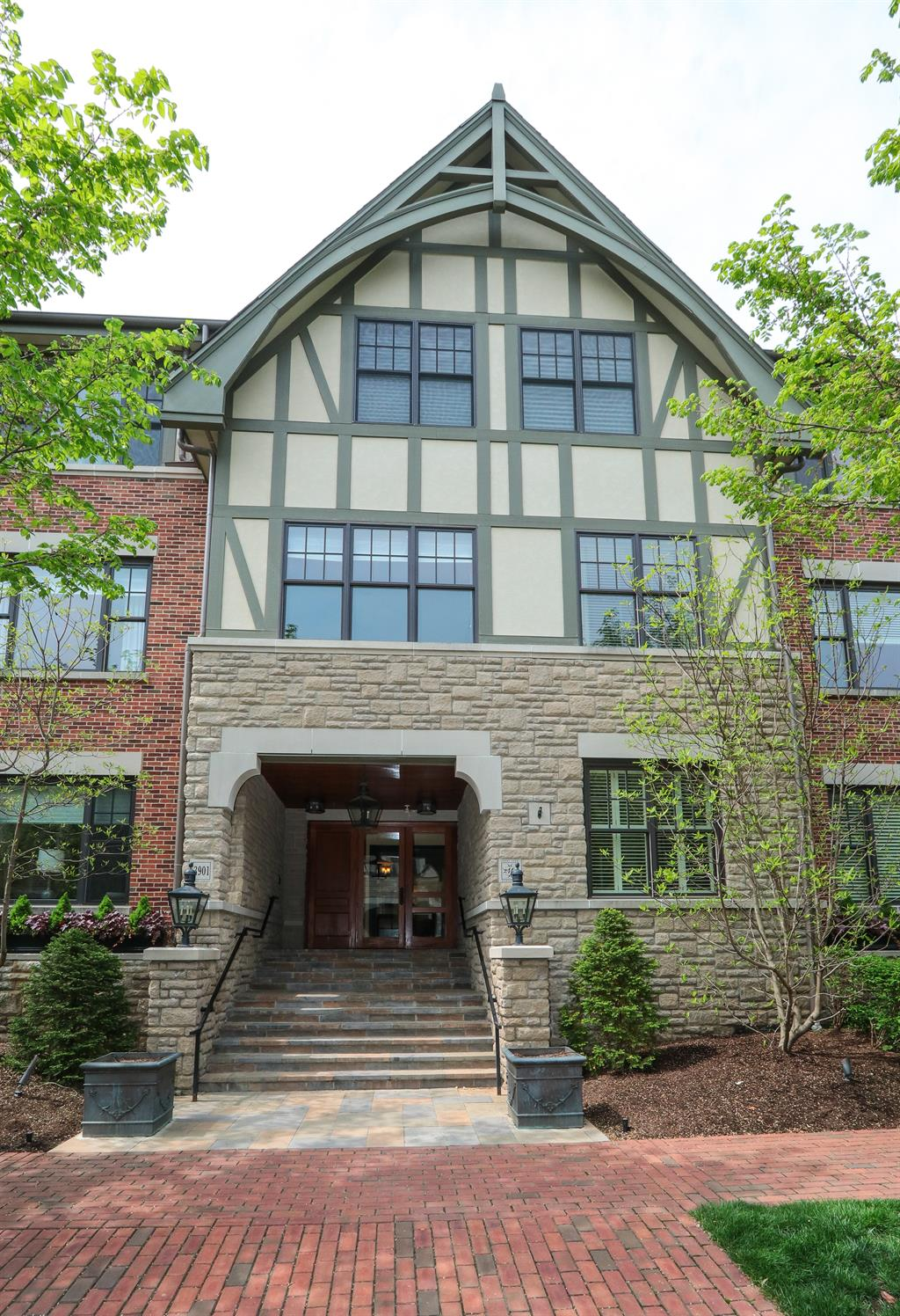 Entrance for 3901 West St, 104 Mariemont, OH 45227
