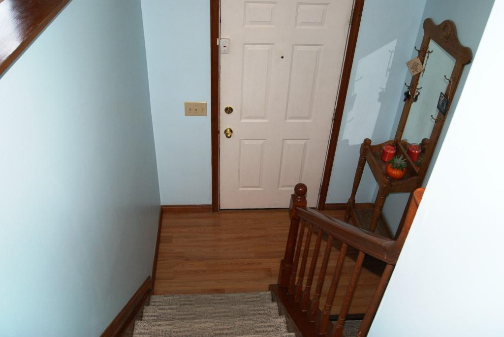 Foyer for 10 Maplewood Ct Alexandria, KY 41001