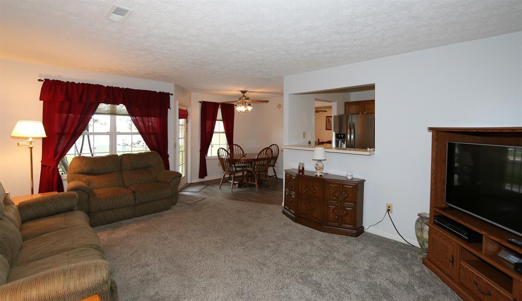 Living Room for 31 Highland Meadows Cir, 3 Highland Heights, KY 41076