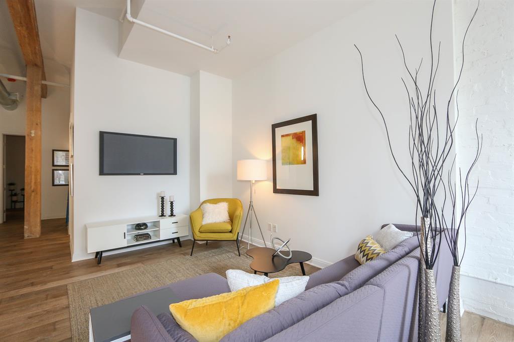 Living Room for 813 Broadway St, 1C Cincinnati, OH 45202