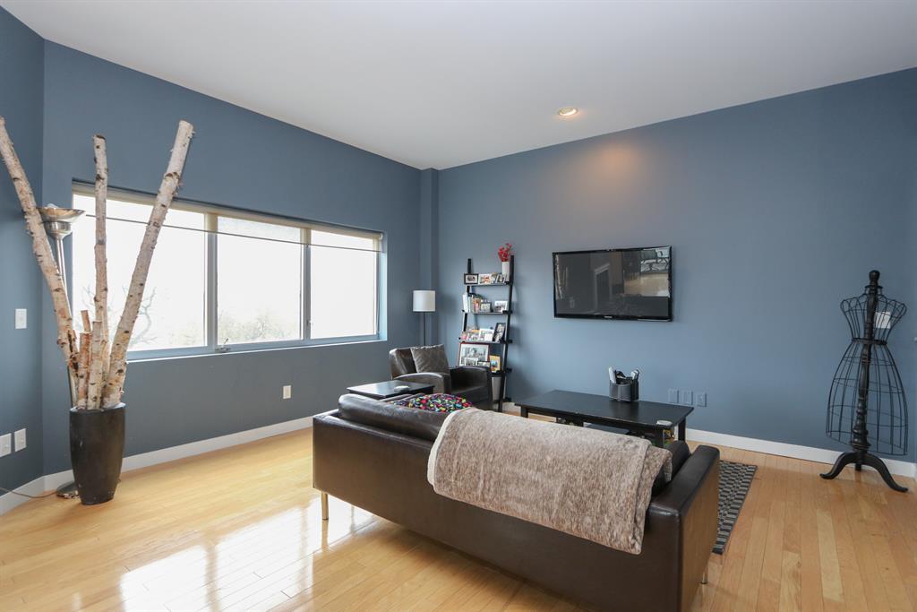 Living Room for 111 Harries St, 409 Dayton, OH 45402