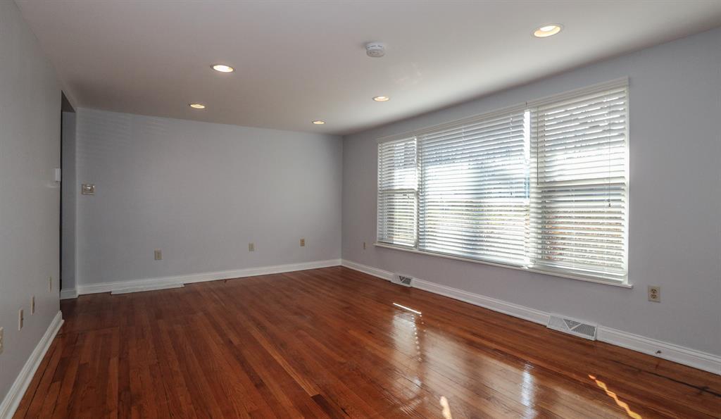 Living Room for 374 Florence Dr Elsmere, KY 41018