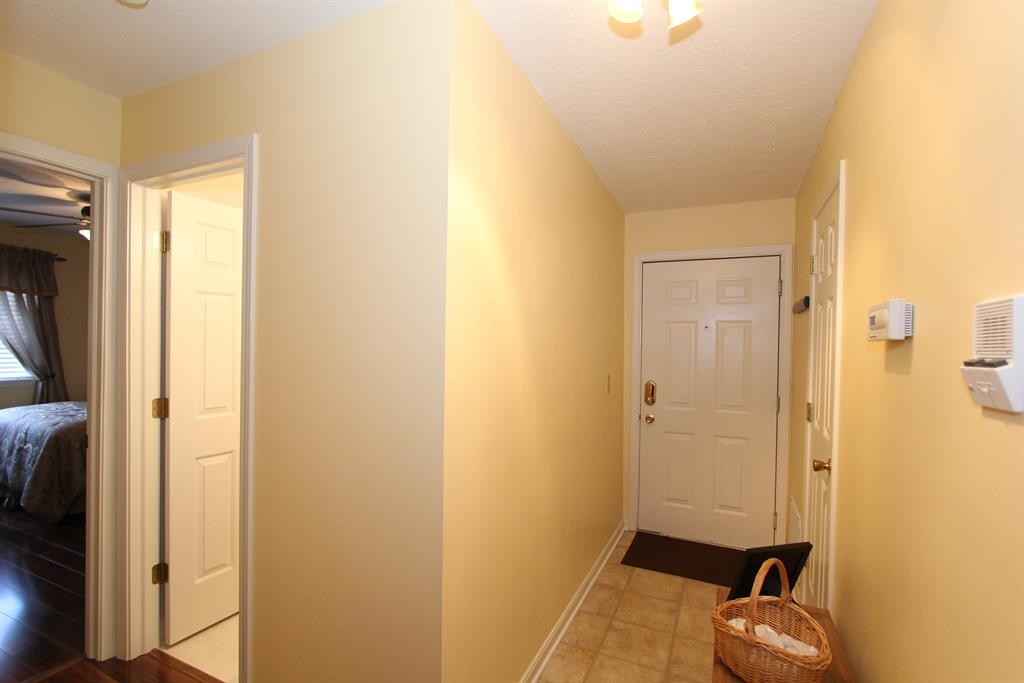 Foyer for 10593 Lynn Ln, 10 Alexandria, KY 41001