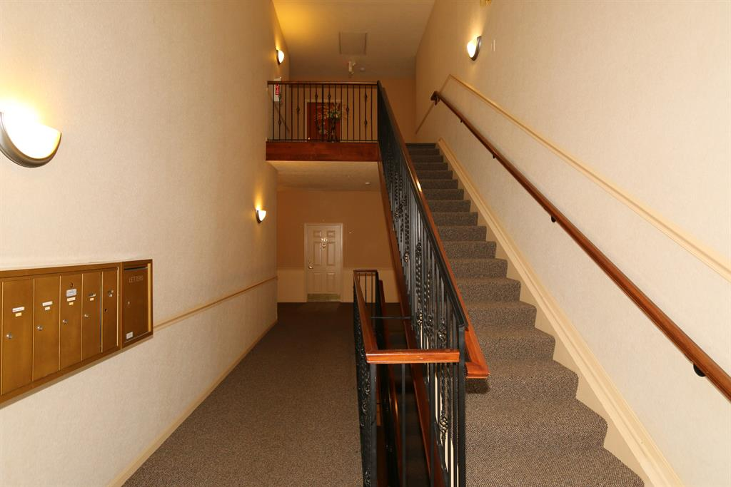Lobby for 347 Ivy Ridge Dr Cold Spring, KY 41076