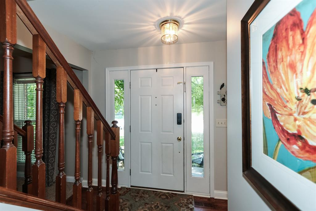 Foyer for 2064 Lakelyn Ct Crescent Springs, KY 41017