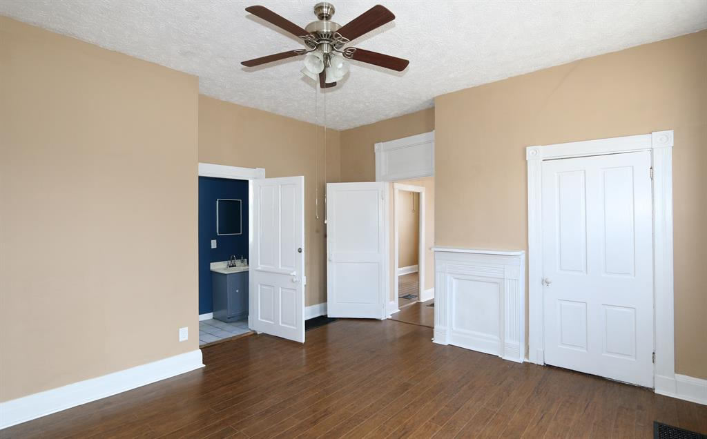 Family Room for 901 6th Ave Dayton, KY 41074