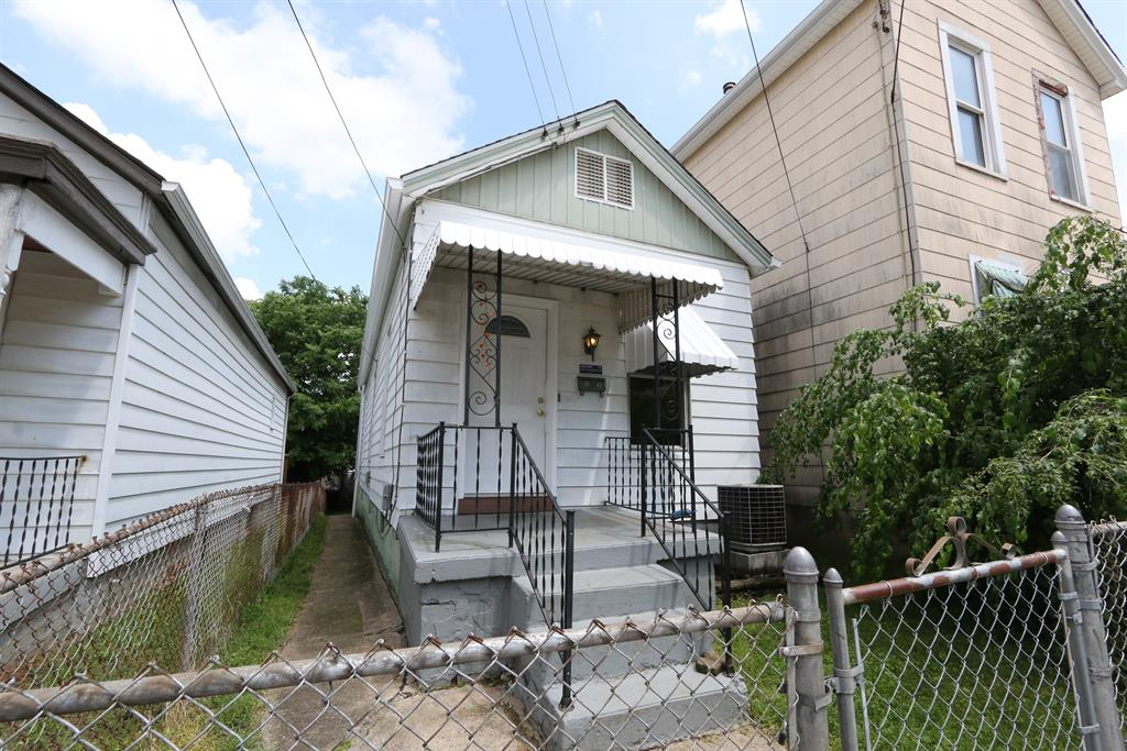 Exterior (Main) for 2024 Mackoy St Covington, KY 41014