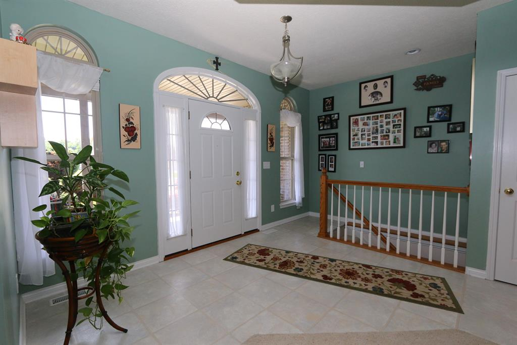 Foyer for 2622 Flagstone Dr West Harrison, IN 47060