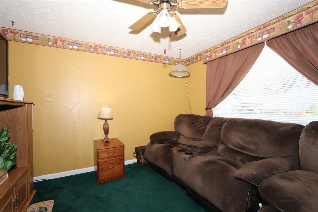 Living Room for 110 N Juarez Cir Covington, KY 41017