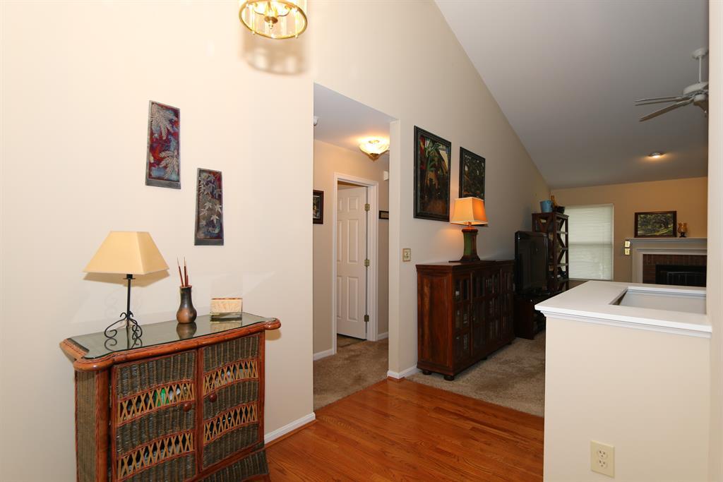 Foyer for 6361 Hawks Nest Ct Burlington, KY 41005
