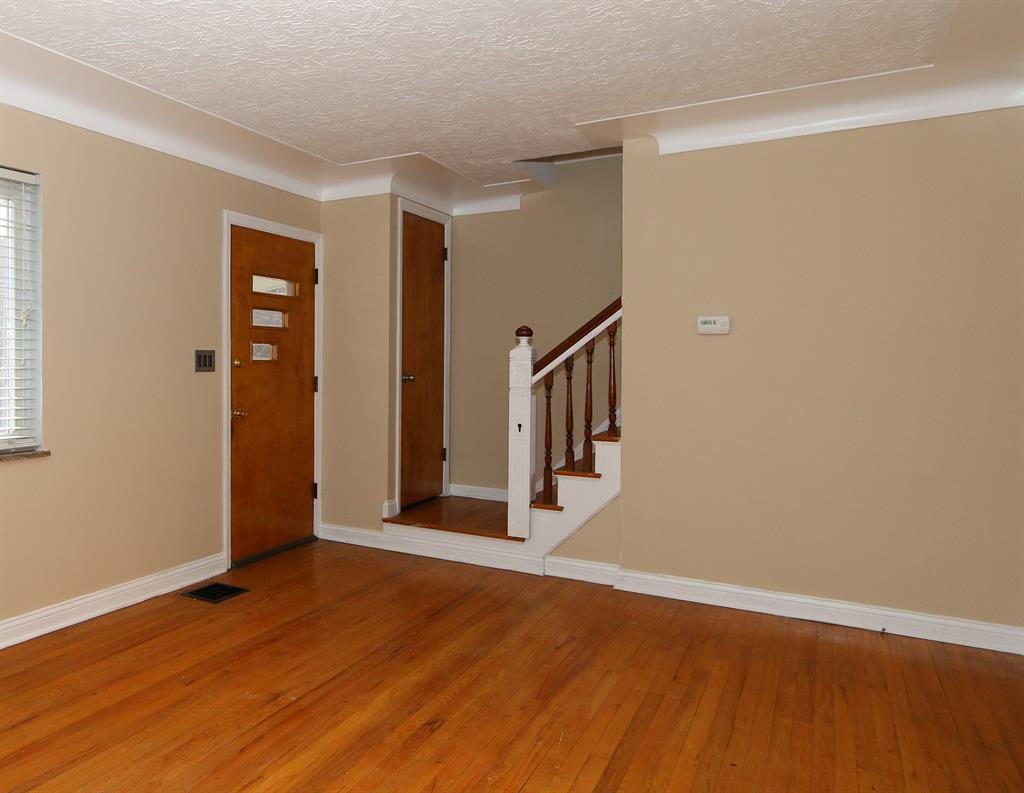 Foyer for 549 Taylor Ave Bellevue, KY 41073