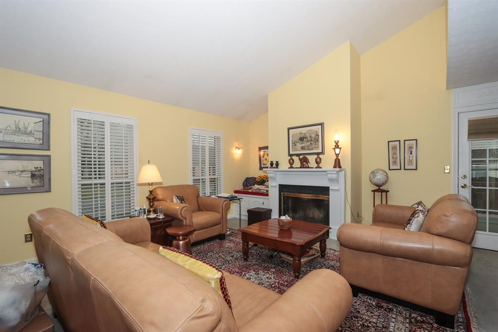 Living Room for 10823 Fallsington Ct Cincinnati, OH 45242