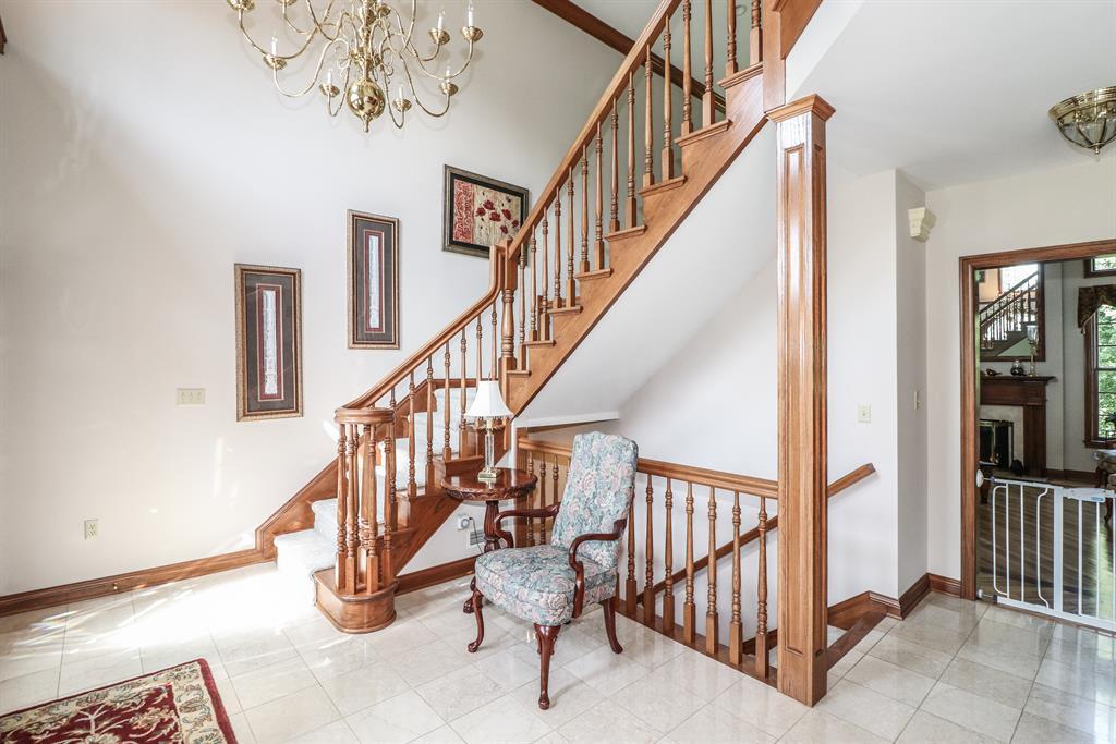 Foyer for 905 Rosewood Dr Villa Hills, KY 41017