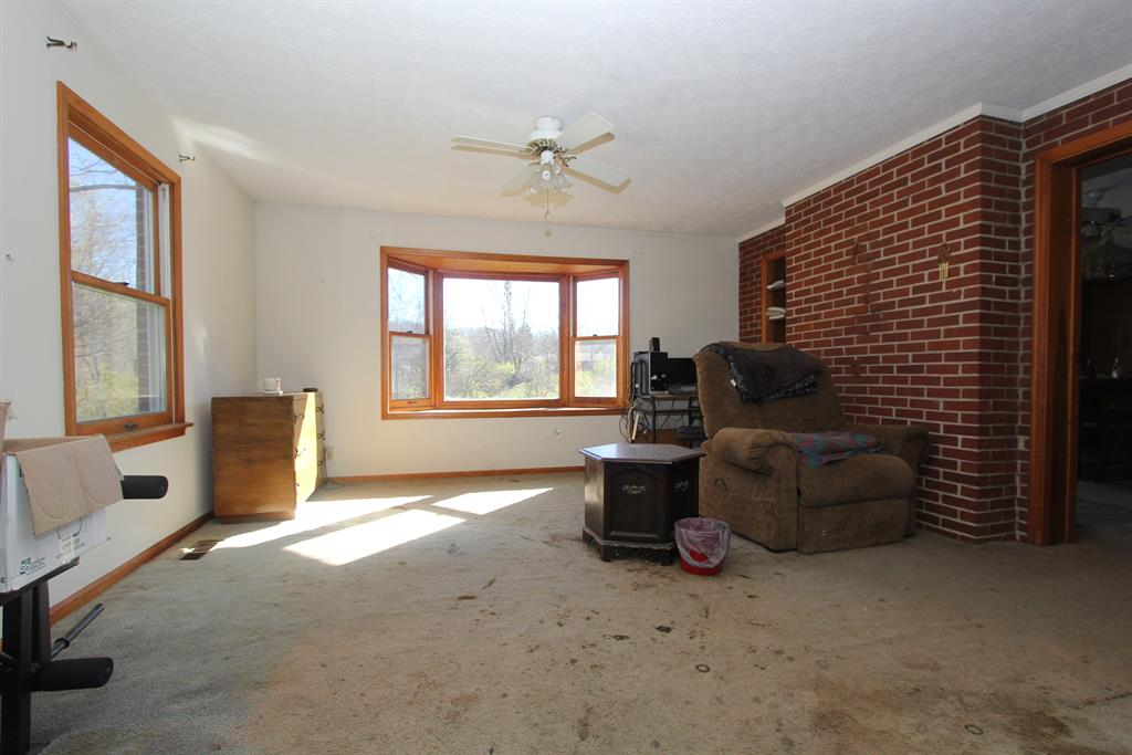 Living Room for 2372 Darlington Rd Melbourne, KY 41059