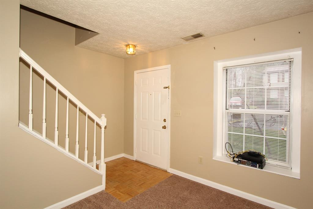 Foyer for 4342 Beechgrove Dr Independence, KY 41051