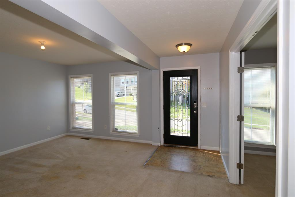 Foyer for 1286 Fieldhurst Ct Florence, KY 41042