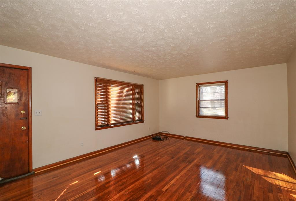 Living Room for 34 Jackson Landing Rd Warsaw, KY 41095
