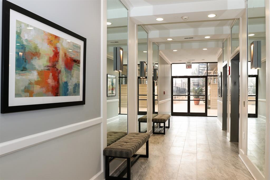 Foyer image 2 for 100 Riverside Pl, 705 Covington, KY 41011