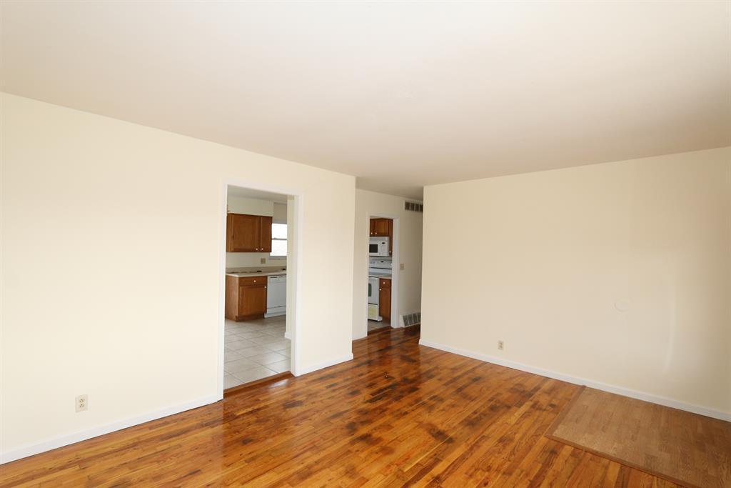 Living Room for 908 Gretna Ln Forest Park, OH 45240