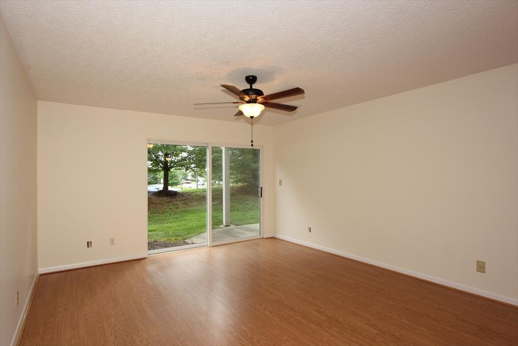 Living Room for 210 S Watchtower Dr, 102 Wilder, KY 41076