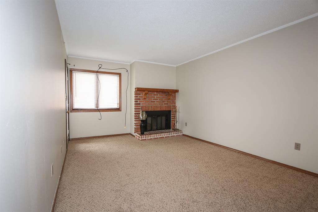 Living Room for 105 Highland Trace Highland Heights, KY 41076