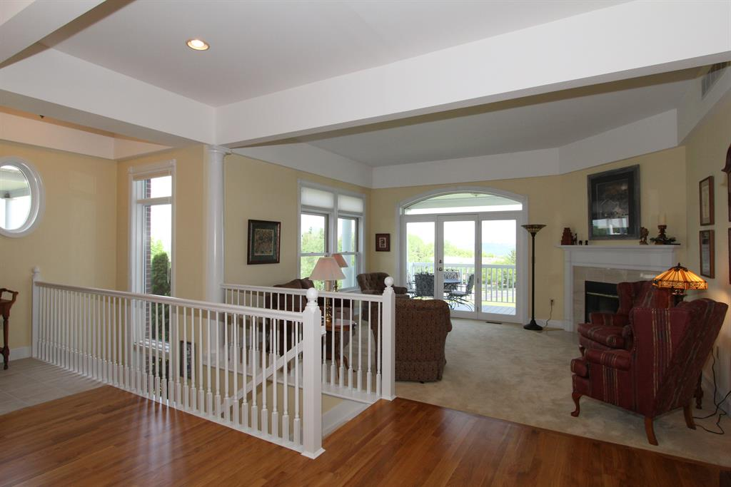 Foyer for 1 Thomas Pointe Dr Fort Thomas, KY 41075