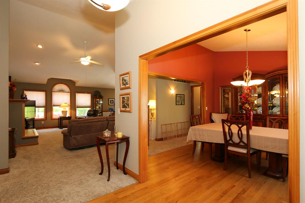 Foyer image 2 for 511 Elk Ridge Ln Bright, IN 47025
