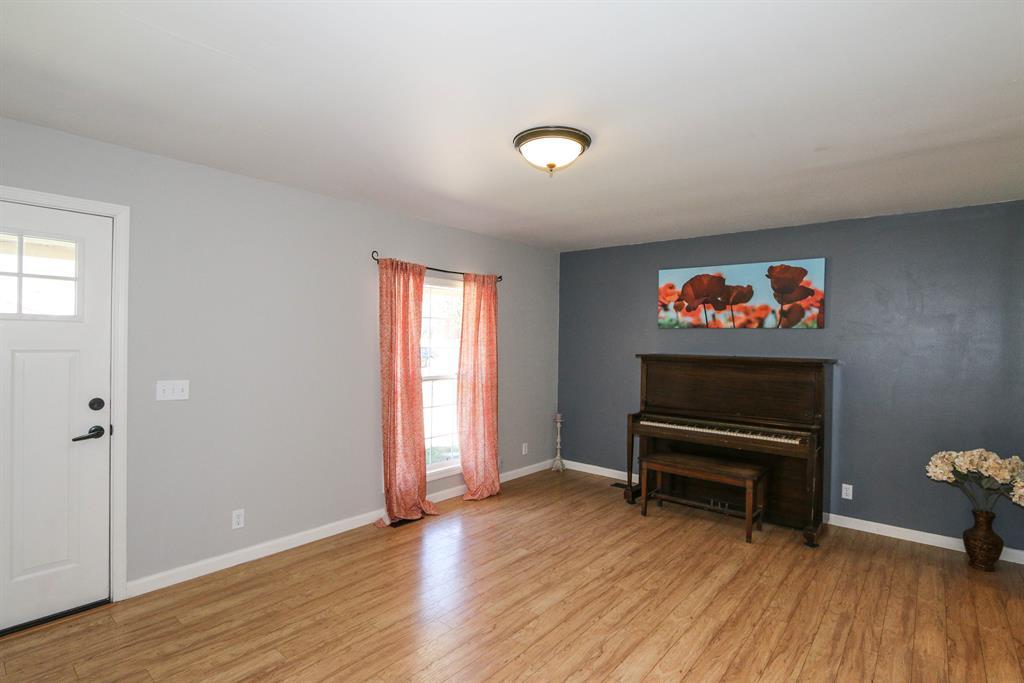 Living Room for 100 Teakwood Ln Springboro, OH 45066