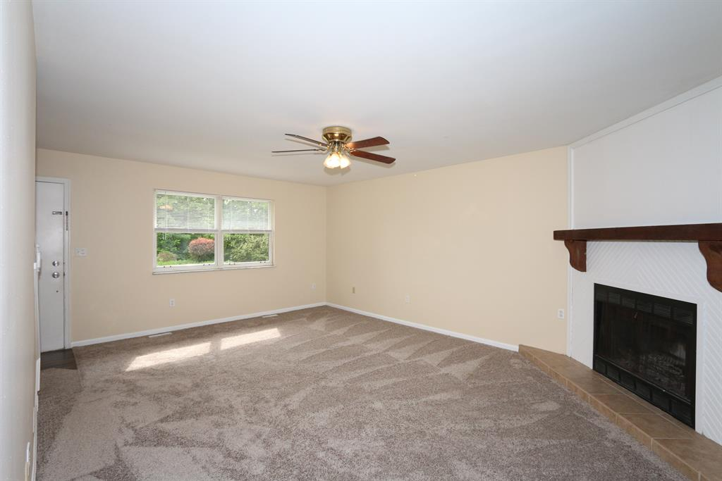 Living Room for 1825 Val Court Dr Burlington, KY 41005
