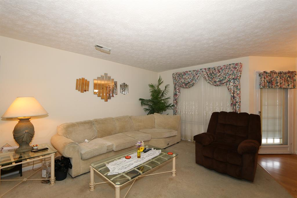 Living Room for 23 Highland Meadows, 3 Highland Heights, KY 41076