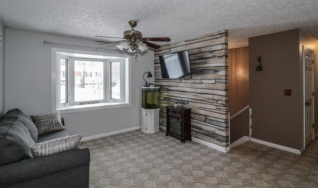 Living Room image 2 for 3107 Allens Fork Burlington, KY 41005