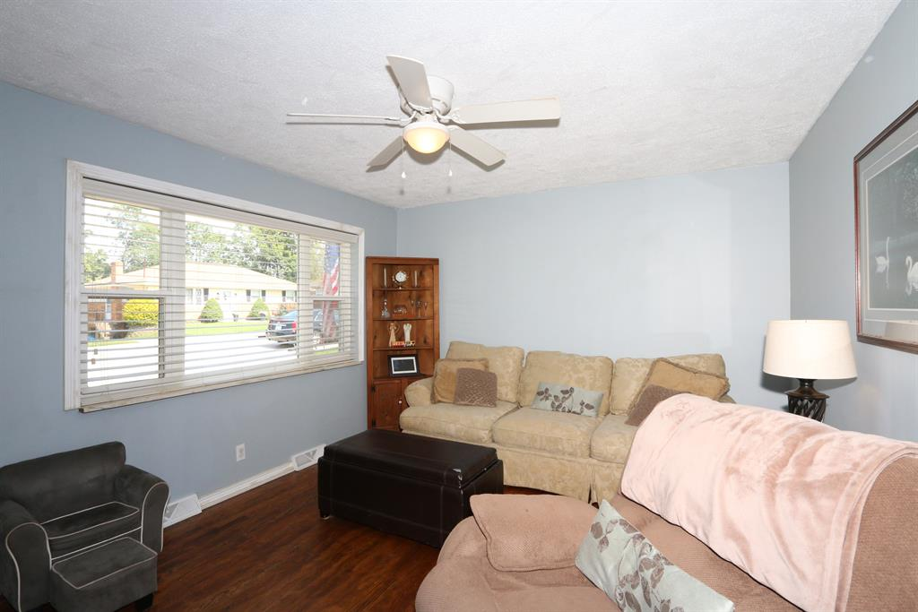 Living Room for 28 Shaw Dr Alexandria, KY 41001