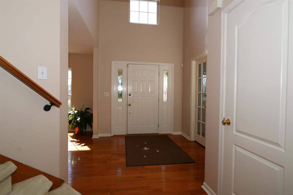 Foyer for 6178 Parkland Ct Taylor Mill, KY 41015