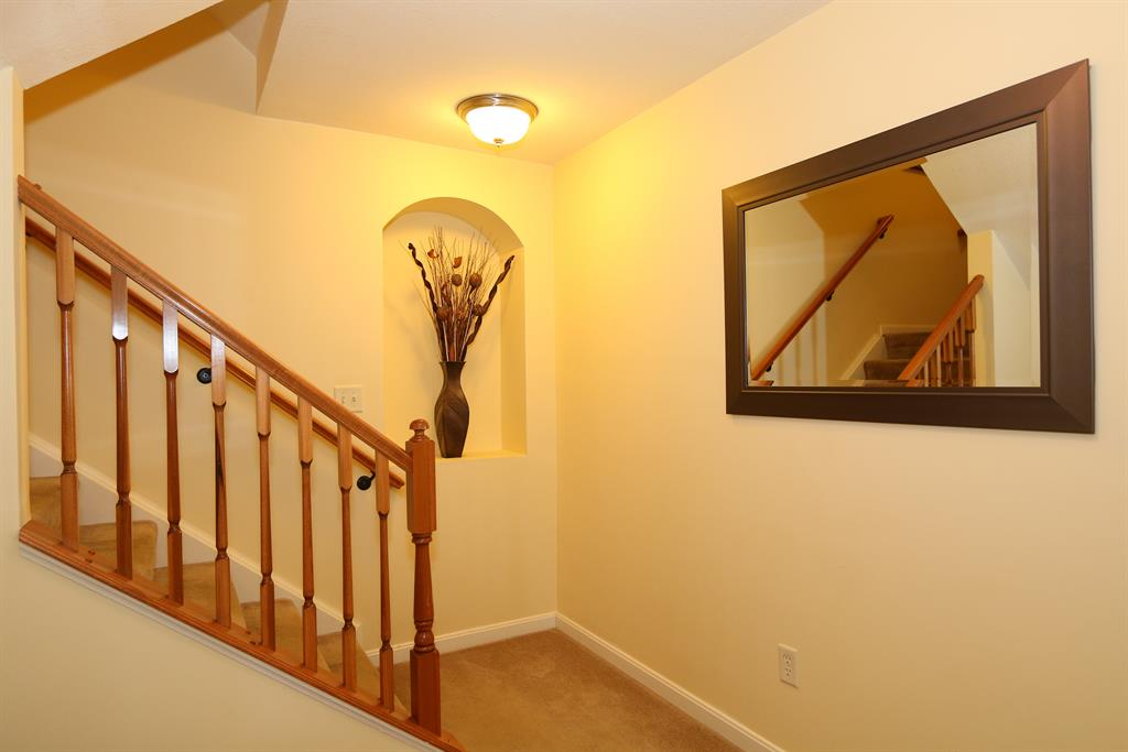 Foyer for 2371 Rolling Hills Dr Covington, KY 41017