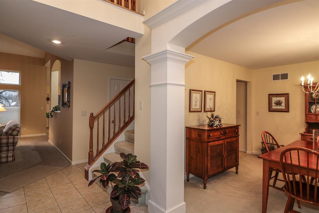 Foyer for 843 Havenwood Ct Crescent Springs, KY 41017