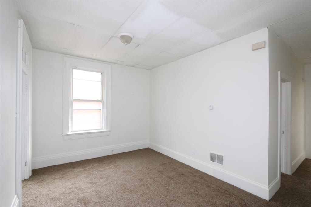 Living Room image 2 for 312 E 12th St Covington, KY 41011