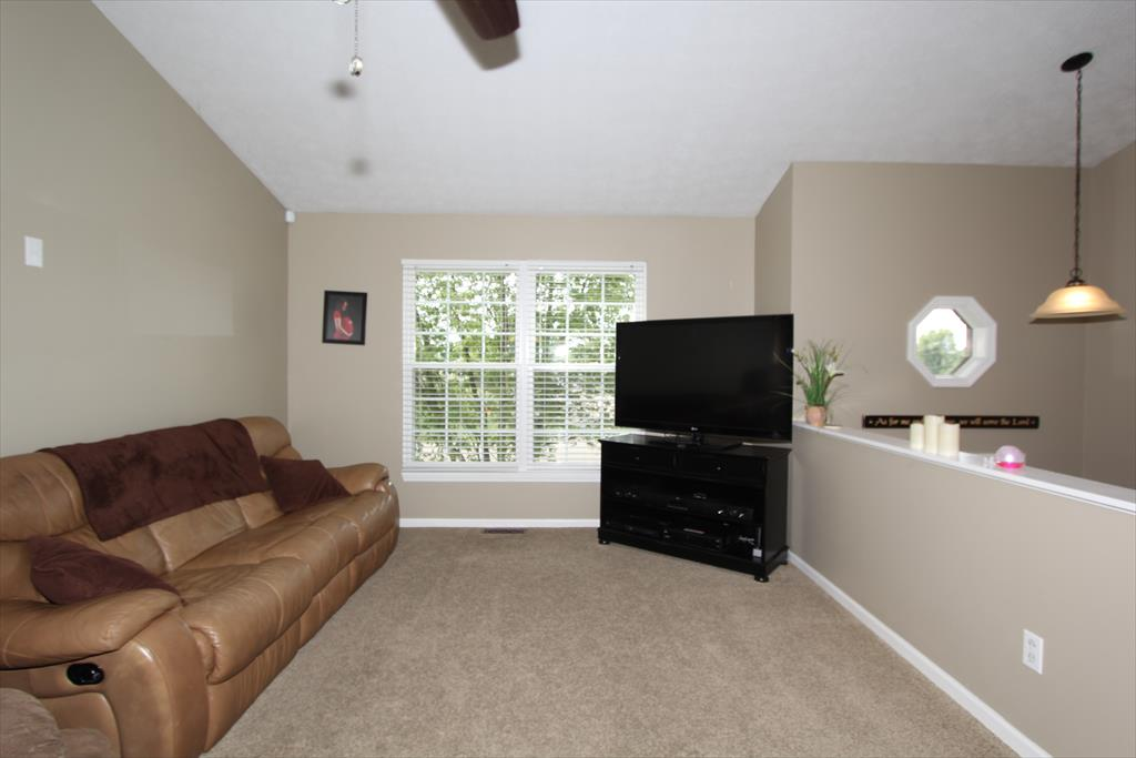 Living Room for 23736 Brightwood Dr Bright, IN 47025