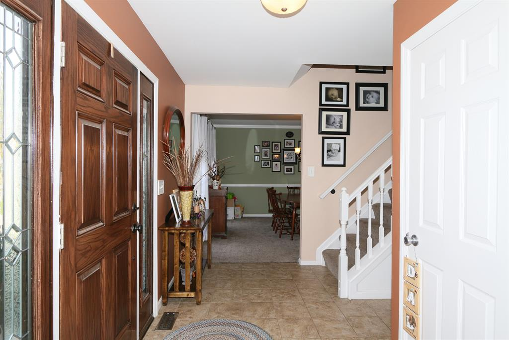 Foyer for 12 Harness Ln Florence, KY 41042