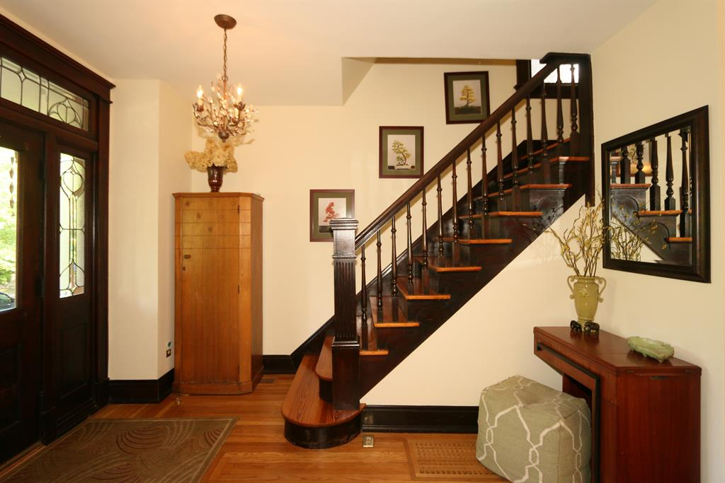 Foyer for 625 Maple Ave Newport, KY 41071